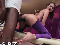 Seductive pornstar awards with a blowie for carnal massage