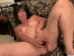 Mature using toys to please wet pussies